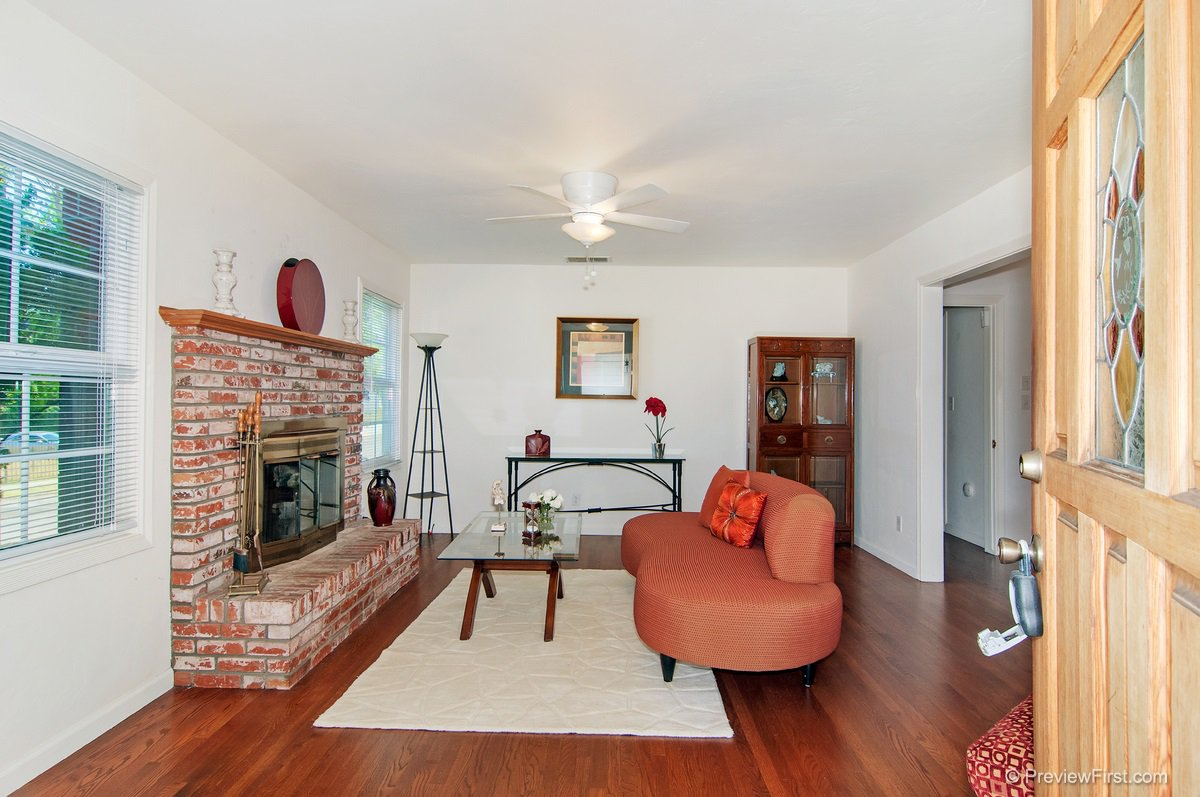 Main Photo: LEMON GROVE House for sale : 3 bedrooms : 1927 Dayton Dr