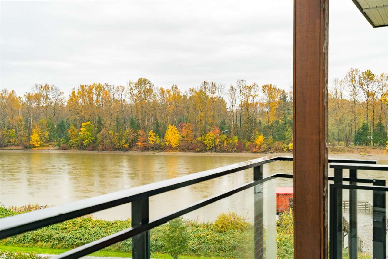 """Photo 13: Photos: 404 23215 BILLY BROWN Road in Langley: Fort Langley Condo for sale in """"WATERFRONT AT BEDFORD LANDING"""" : MLS®# R2119183"""