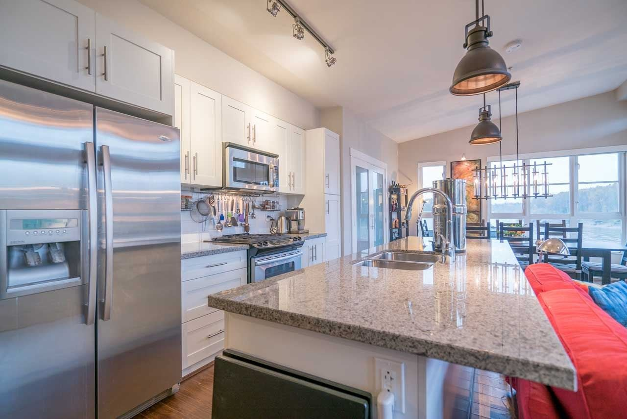 """Photo 8: Photos: 404 23215 BILLY BROWN Road in Langley: Fort Langley Condo for sale in """"WATERFRONT AT BEDFORD LANDING"""" : MLS®# R2119183"""