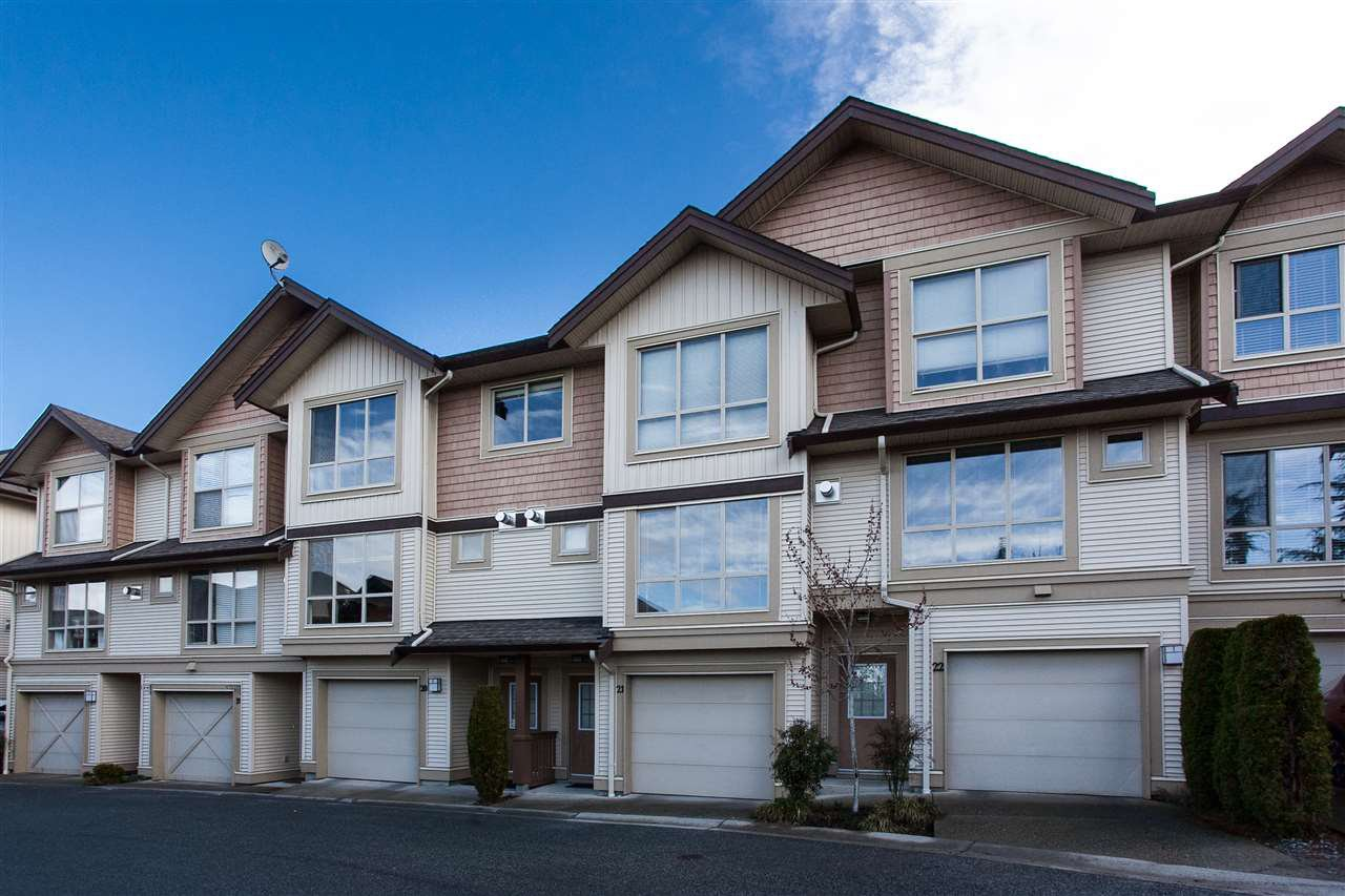 """Main Photo: 21 20350 68 Avenue in Langley: Willoughby Heights Townhouse for sale in """"SUNRIDGE"""" : MLS®# R2148091"""
