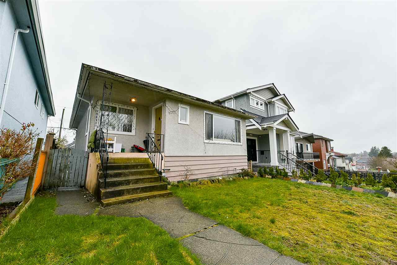 Main Photo: 2652 E 5TH Avenue in Vancouver: Renfrew VE House for sale (Vancouver East)  : MLS®# R2152561