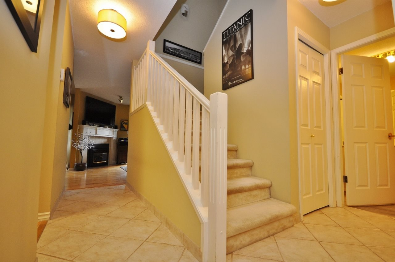 """Main Photo: 125 16275 15 Avenue in Surrey: King George Corridor Townhouse for sale in """"Sunrise Pointe"""" (South Surrey White Rock)  : MLS®# R2206481"""