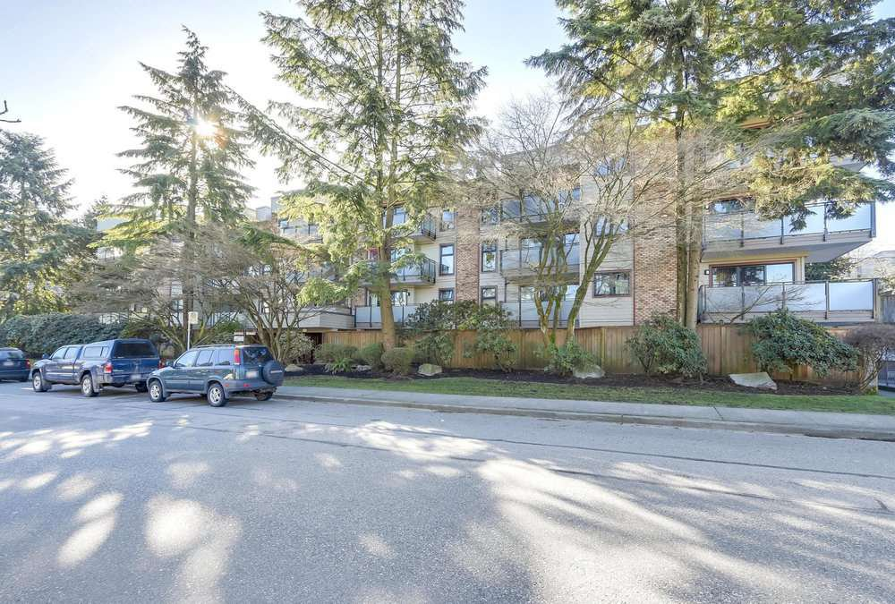 "Main Photo: 401 1066 E 8TH Avenue in Vancouver: Mount Pleasant VE Condo for sale in ""LANDMARK CAPRICE"" (Vancouver East)  : MLS®# R2247340"