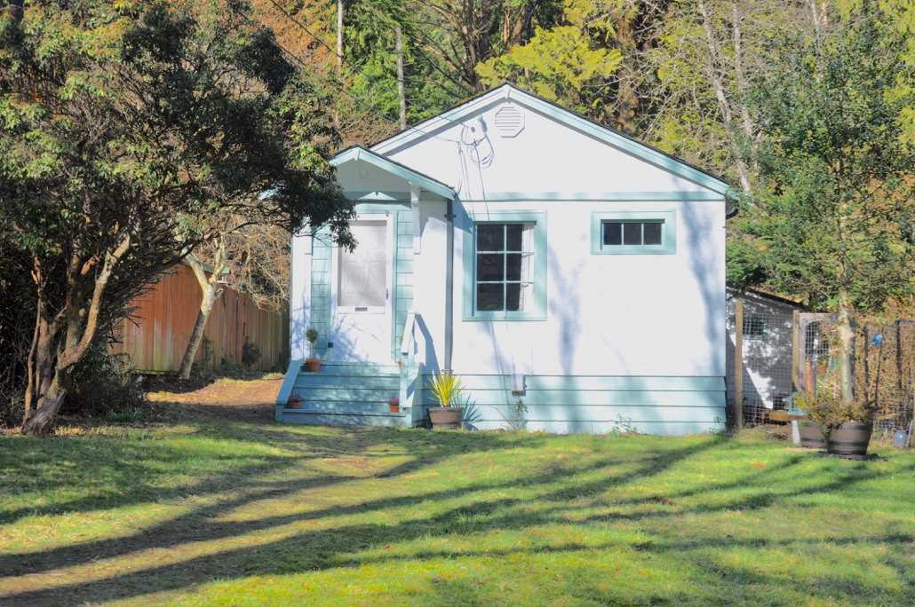 Main Photo: 1134 MILLER Road: Bowen Island House for sale : MLS®# R2248077