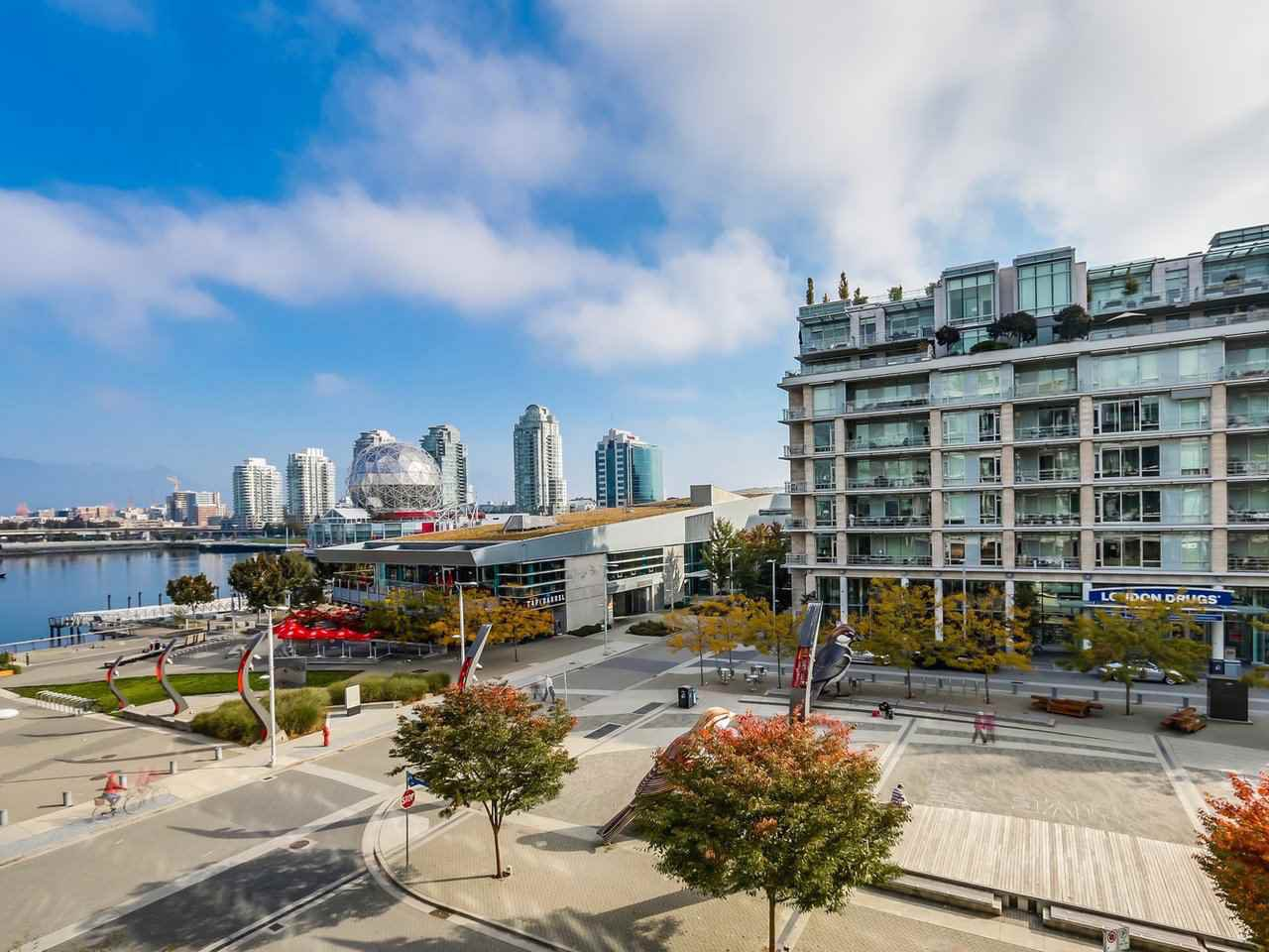 "Main Photo: 402 1625 MANITOBA Street in Vancouver: False Creek Condo for sale in ""SHORELINE"" (Vancouver West)  : MLS®# R2292744"