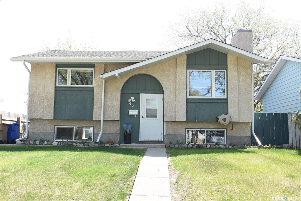 Main Photo: 42 Greenwood Crescent in Regina: Normanview West Residential for sale : MLS®# SK773108