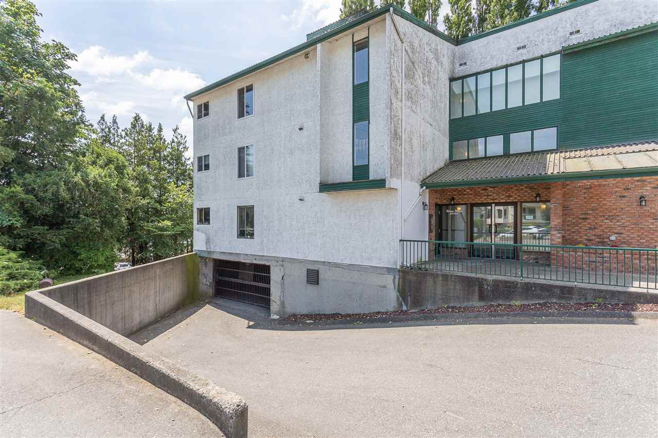 "Main Photo: 306 33598 GEORGE FERGUSON Way in Abbotsford: Central Abbotsford Condo for sale in ""Nelson Manor"" : MLS®# R2383608"