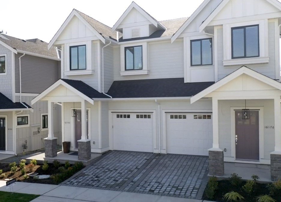 "Main Photo: 16180 87 Avenue in Surrey: Fleetwood Tynehead House 1/2 Duplex for sale in ""FLEETWOOD DUPLEXES"" : MLS®# R2451182"