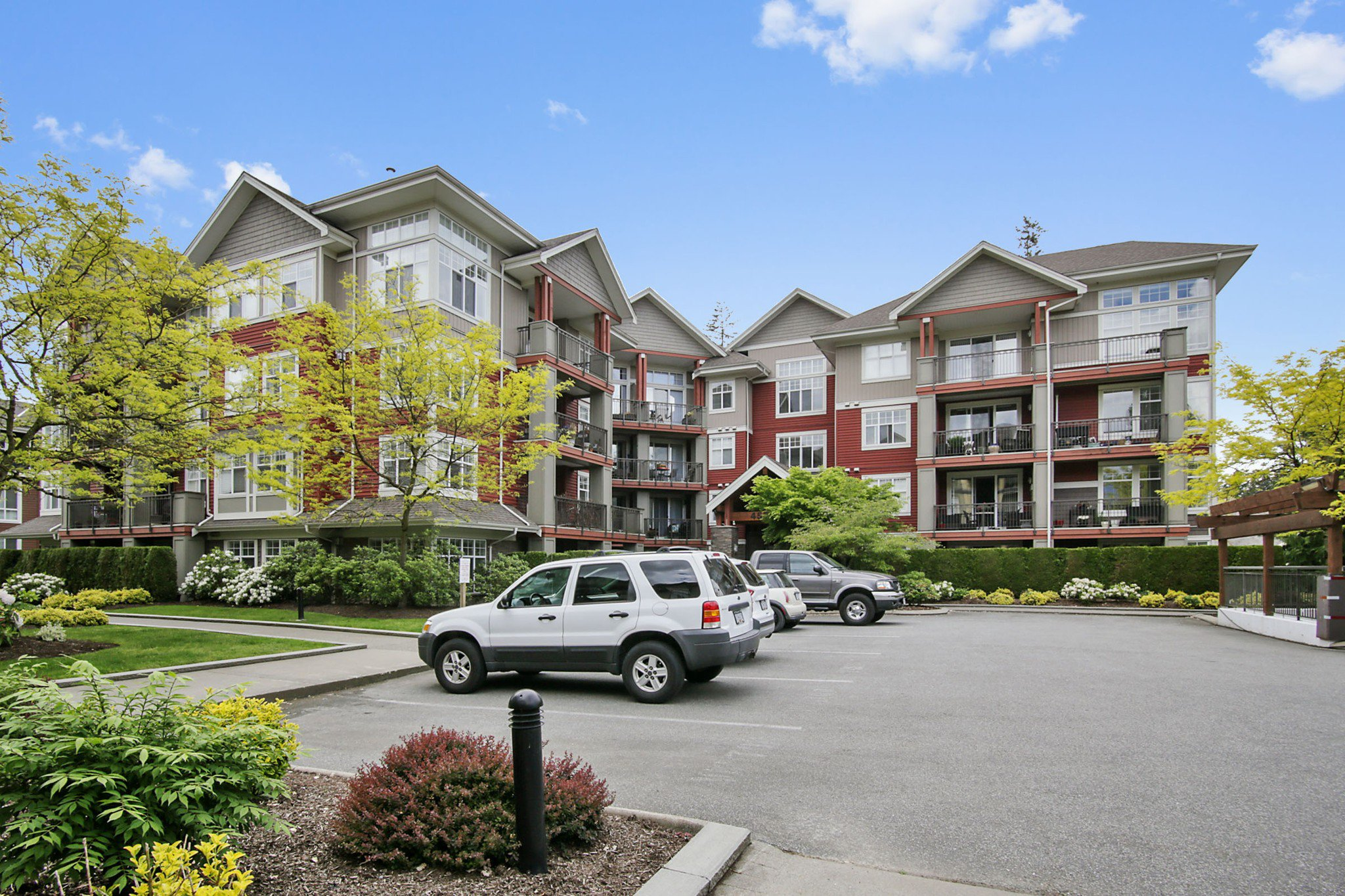 "Main Photo: 105A 45595 TAMIHI Way in Chilliwack: Vedder S Watson-Promontory Condo for sale in ""Hartford Park"" (Sardis)  : MLS®# R2456631"