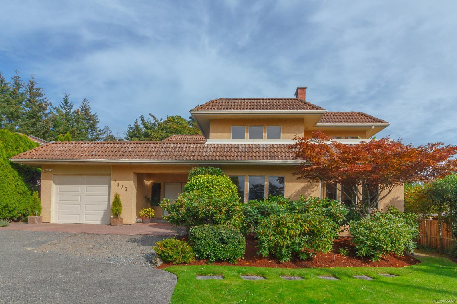 Bright and Spacious Brentwood Bay beauty with lovely curb appeal