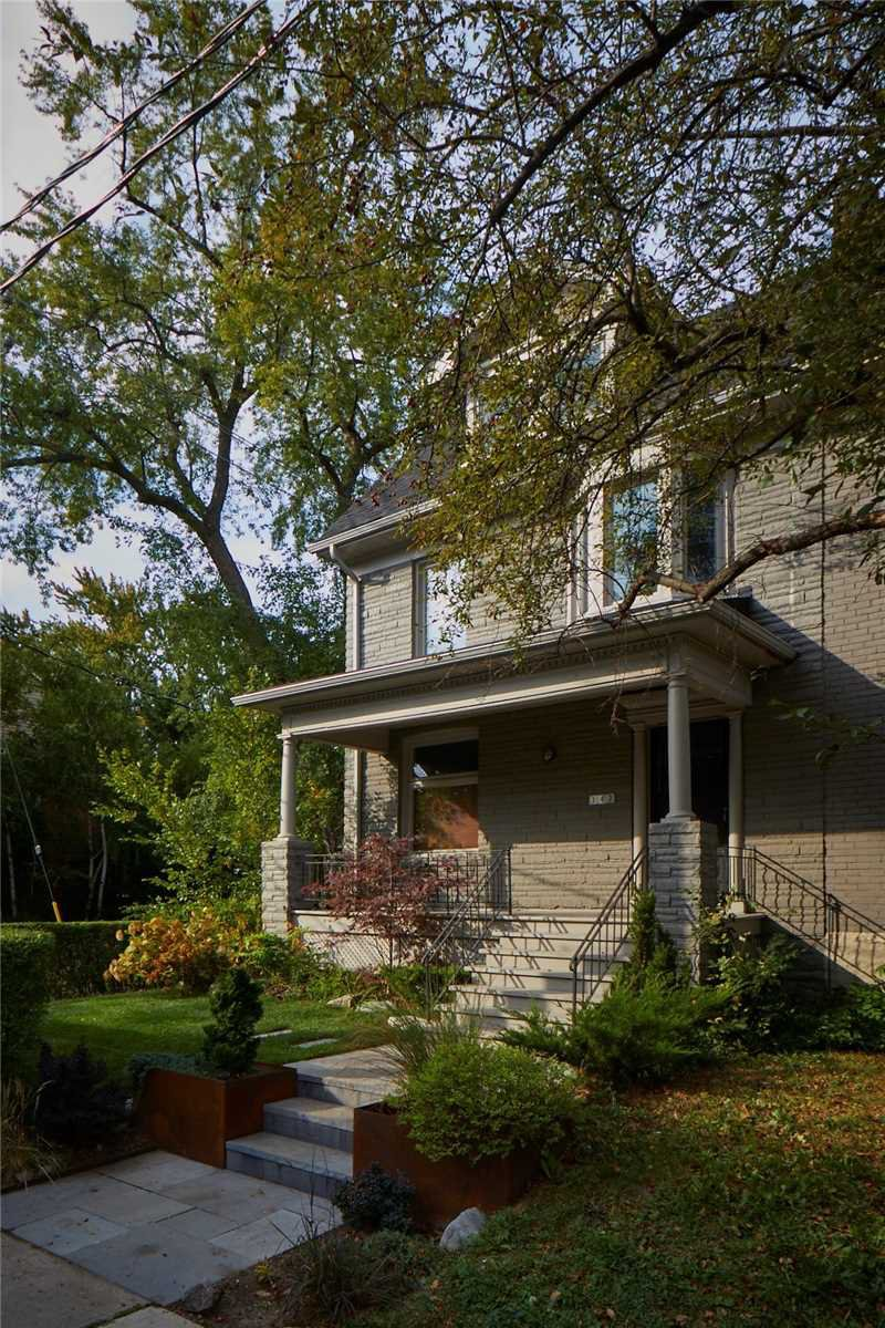 Main Photo: 142 Delaware Avenue in Toronto: Freehold for sale (Toronto C01)  : MLS®# C4948345