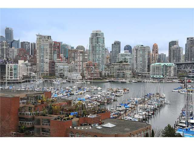 "Main Photo: 805 1450 PENNYFARTHING Drive in Vancouver: False Creek Condo for sale in ""Harbour Cove One"" (Vancouver West)  : MLS®# V878118"