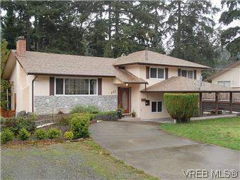 Main Photo: 481 Webb Pl in VICTORIA: Co Wishart South Single Family Detached for sale (Colwood)  : MLS®# 592217
