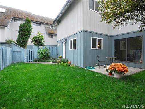 Main Photo: 2 444 Michigan St in VICTORIA: Vi James Bay Row/Townhouse for sale (Victoria)  : MLS®# 694469
