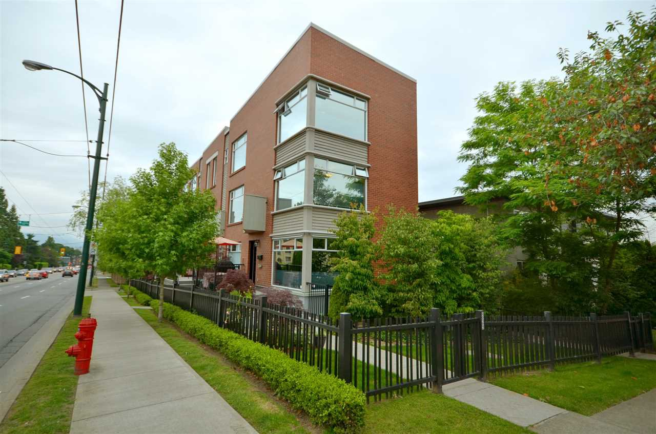 """Main Photo: 999 W 20TH Avenue in Vancouver: Cambie Townhouse for sale in """"OAK CREST"""" (Vancouver West)  : MLS®# R2039700"""