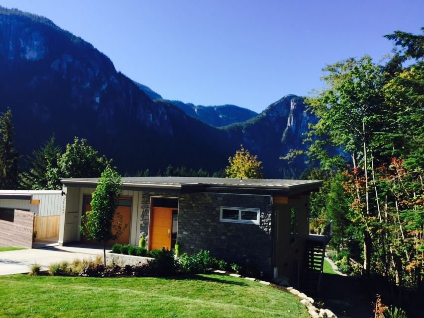 "Main Photo: 38507 SKY PILOT Drive in Squamish: Plateau House for sale in ""Crumpit Woods"" : MLS®# R2048209"