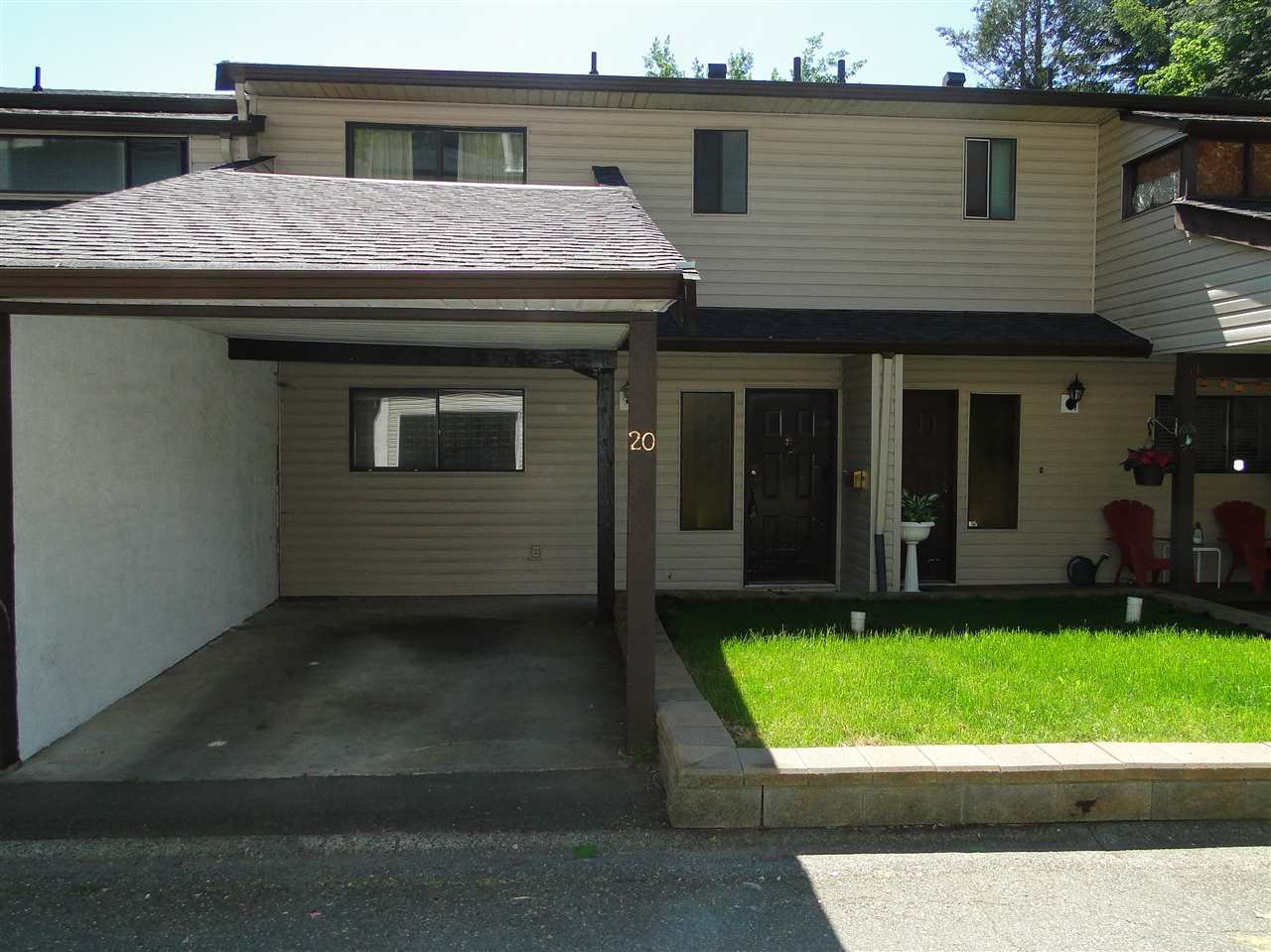 """Main Photo: 20 32705 FRASER Crescent in Mission: Mission BC Townhouse for sale in """"Black Bear Estates"""" : MLS®# R2070251"""