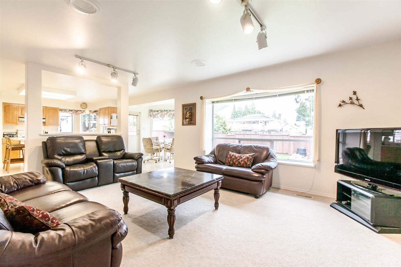 Photo 13: Photos: 1521 REGAN Avenue in Coquitlam: Central Coquitlam House for sale : MLS®# R2087290