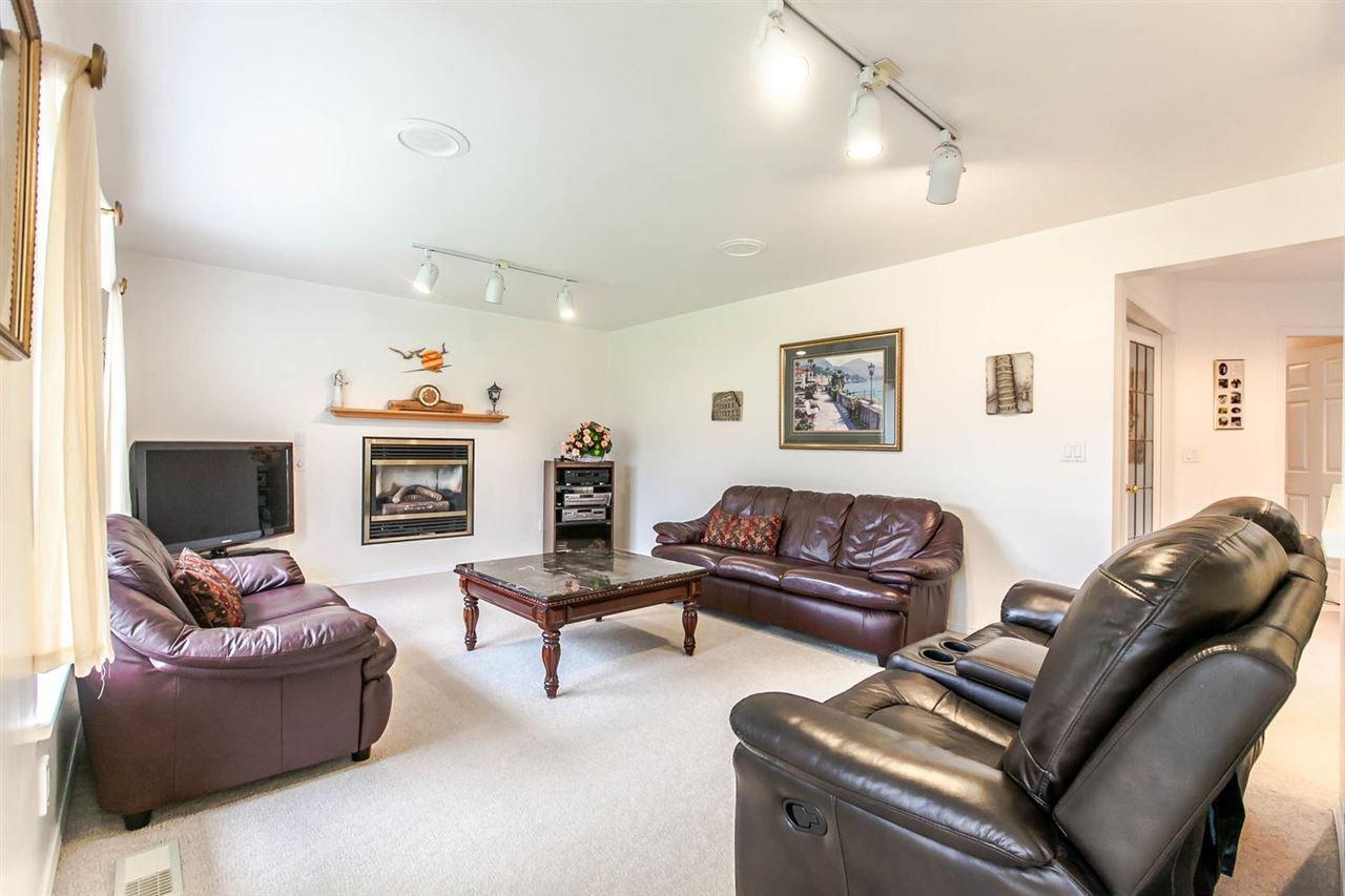 Photo 12: Photos: 1521 REGAN Avenue in Coquitlam: Central Coquitlam House for sale : MLS®# R2087290