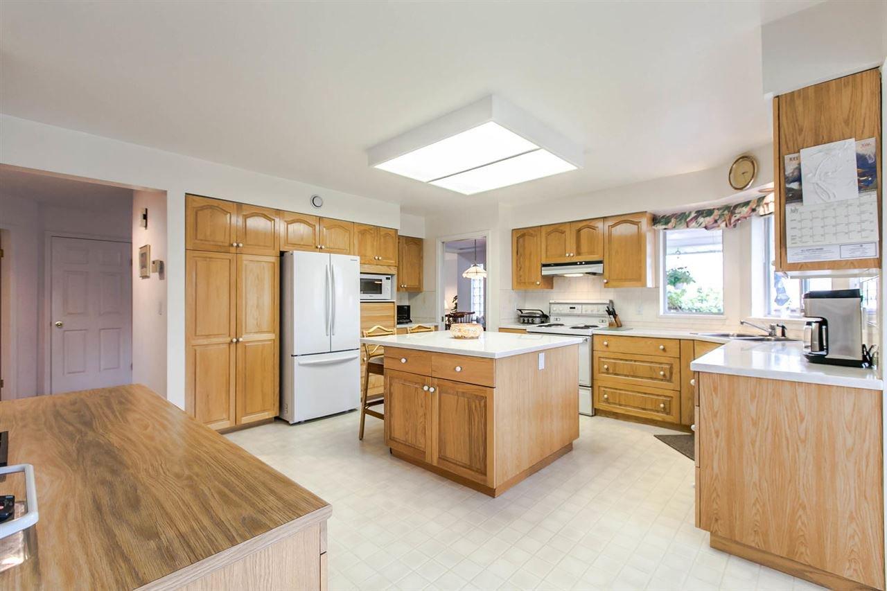 Photo 17: Photos: 1521 REGAN Avenue in Coquitlam: Central Coquitlam House for sale : MLS®# R2087290