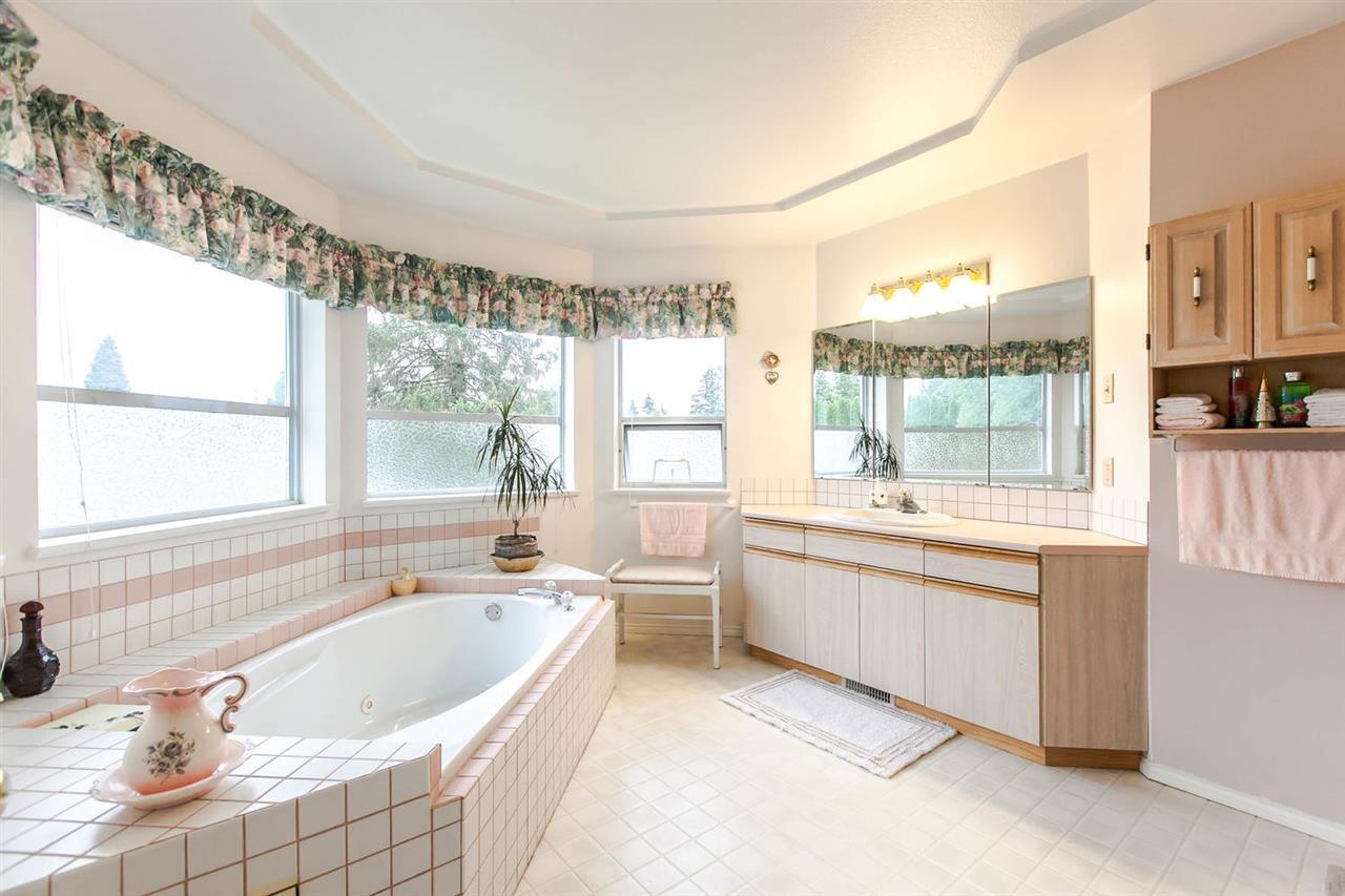 Photo 9: Photos: 1521 REGAN Avenue in Coquitlam: Central Coquitlam House for sale : MLS®# R2087290