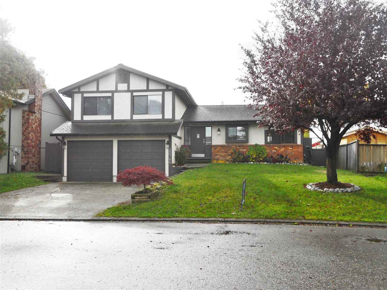 "Main Photo: 32744 NANAIMO Close in Abbotsford: Central Abbotsford House for sale in ""Parkside Estates"" : MLS®# R2117656"