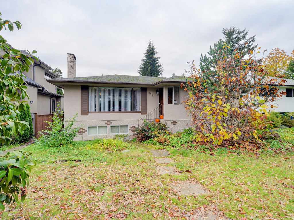 Main Photo: 915 E 14TH Street in North Vancouver: Boulevard House for sale : MLS®# R2131992