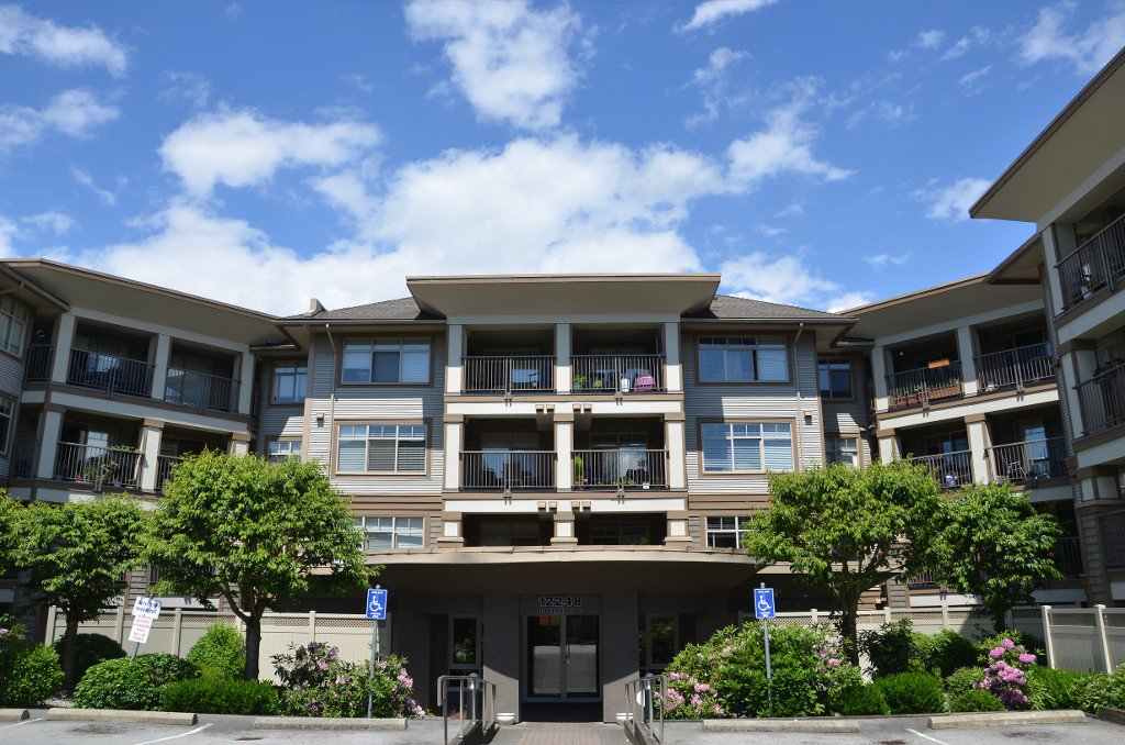"""Photo 1: Photos: 422 12248 224 Street in Maple Ridge: East Central Condo for sale in """"URBANO"""" : MLS®# R2177531"""