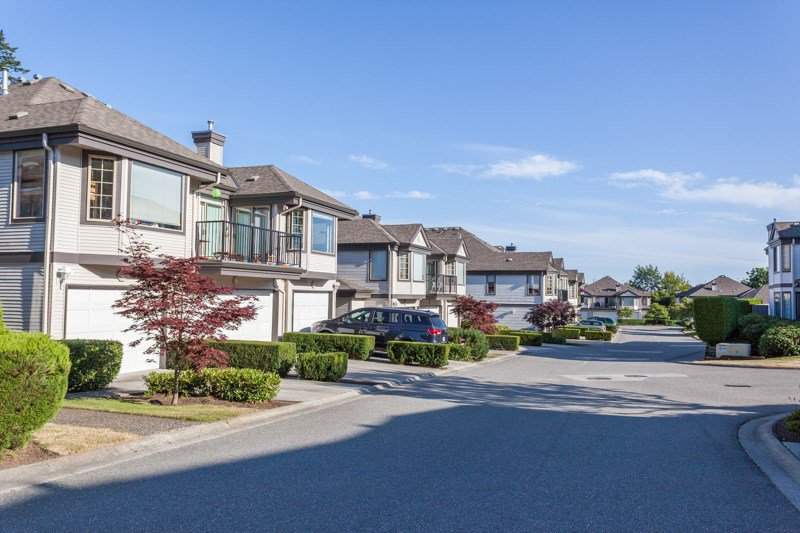 "Main Photo: 6 15840 84 Avenue in Surrey: Fleetwood Tynehead Townhouse for sale in ""FLEETWOOD GABLES"" : MLS®# R2186187"