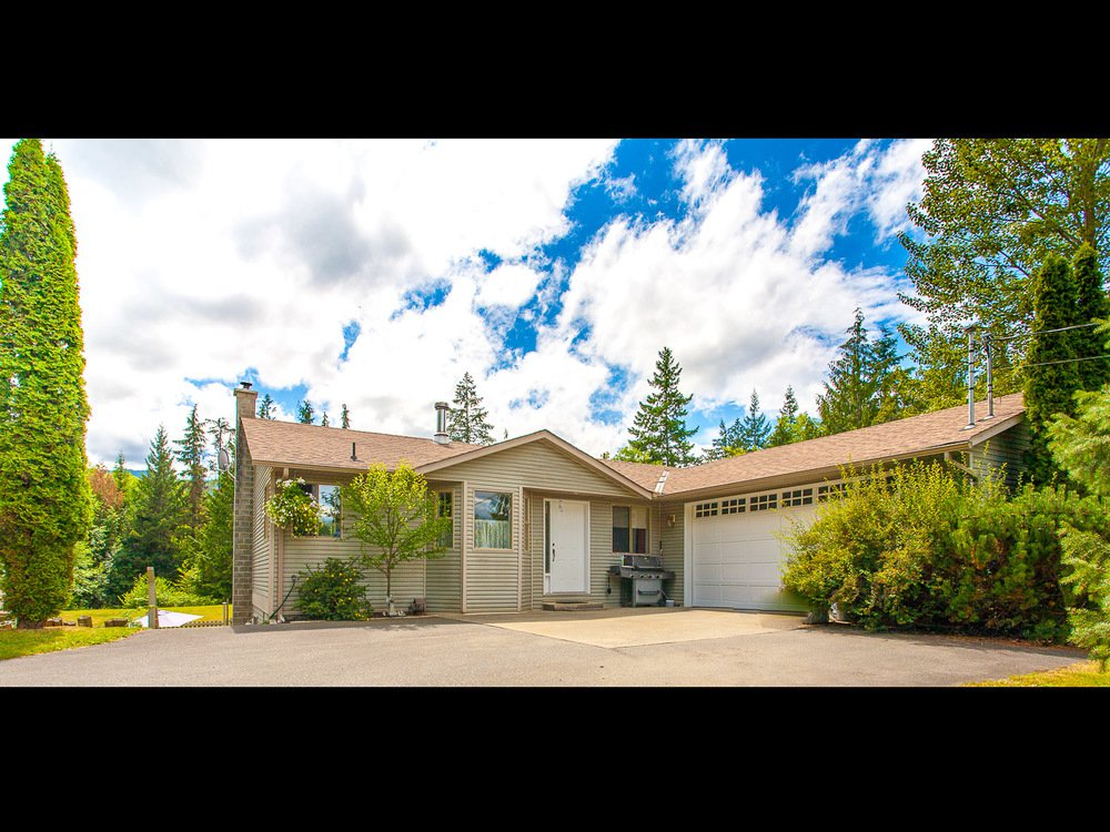 Main Photo: 3312 Melon Rd in Hillers: House for sale