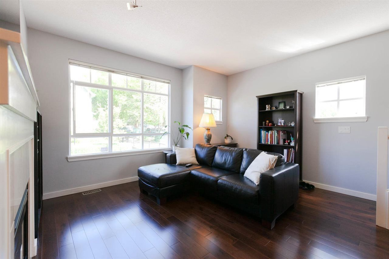 "Photo 2: Photos: 3298 CLERMONT Mews in Vancouver: Champlain Heights Townhouse for sale in ""BORDEAUX AT CHAMPLAIN GARDENS"" (Vancouver East)  : MLS®# R2283189"