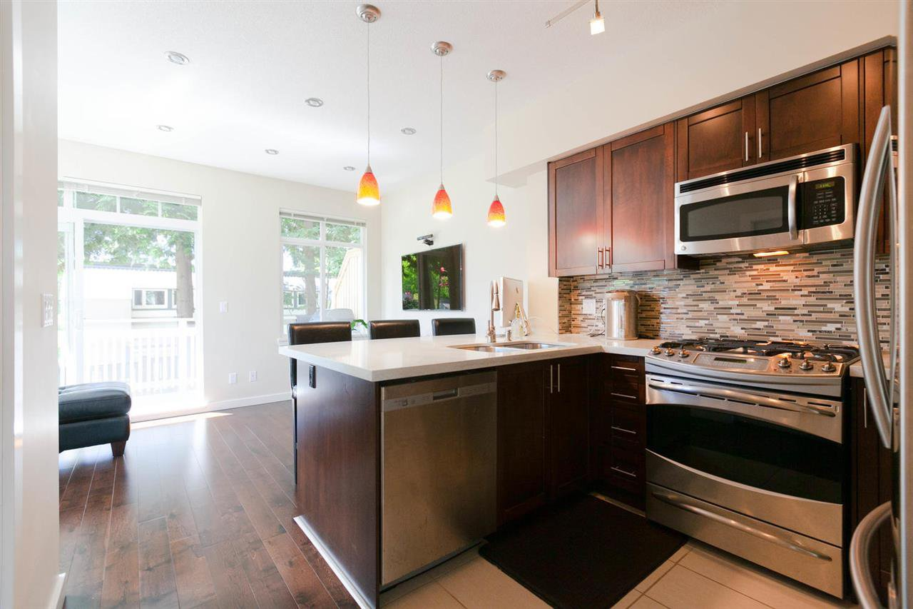 """Photo 6: Photos: 3298 CLERMONT Mews in Vancouver: Champlain Heights Townhouse for sale in """"BORDEAUX AT CHAMPLAIN GARDENS"""" (Vancouver East)  : MLS®# R2283189"""