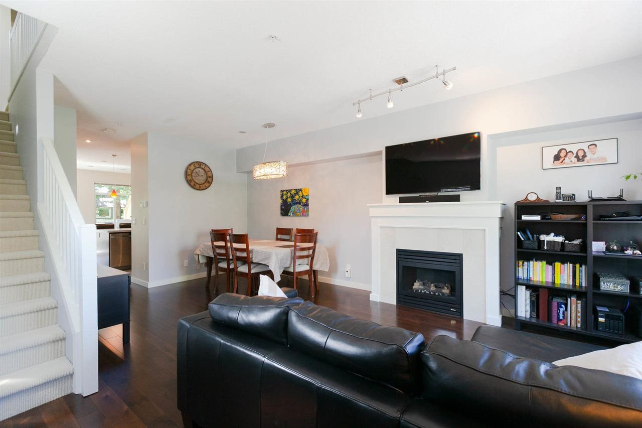 "Photo 3: Photos: 3298 CLERMONT Mews in Vancouver: Champlain Heights Townhouse for sale in ""BORDEAUX AT CHAMPLAIN GARDENS"" (Vancouver East)  : MLS®# R2283189"