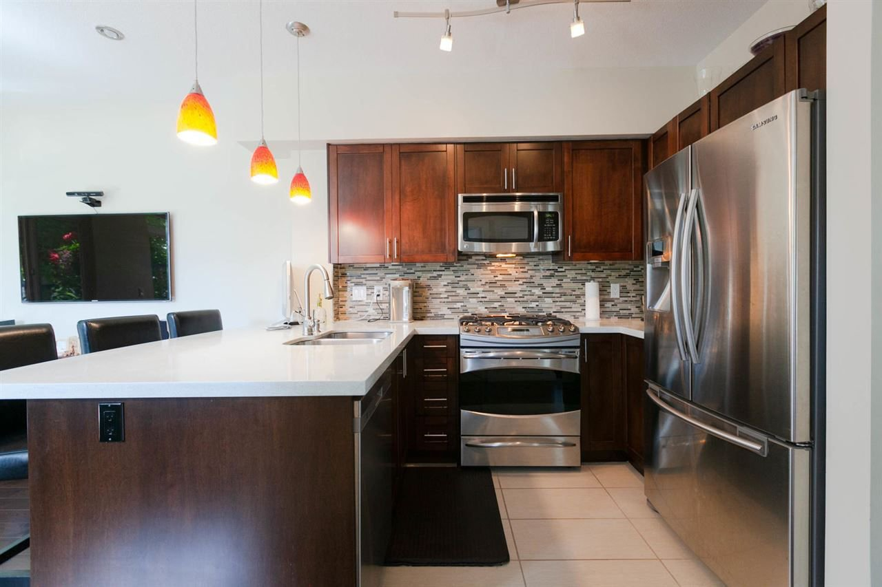 """Photo 5: Photos: 3298 CLERMONT Mews in Vancouver: Champlain Heights Townhouse for sale in """"BORDEAUX AT CHAMPLAIN GARDENS"""" (Vancouver East)  : MLS®# R2283189"""