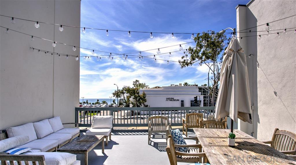 Photo 2: Photos: OUT OF AREA Condo for sale : 2 bedrooms : 245 Aster Steet #5 in Laguna Beach