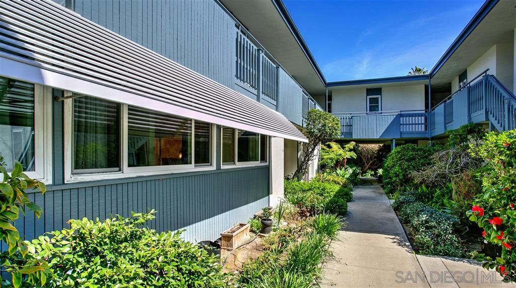 Photo 3: Photos: OUT OF AREA Condo for sale : 2 bedrooms : 245 Aster Steet #5 in Laguna Beach