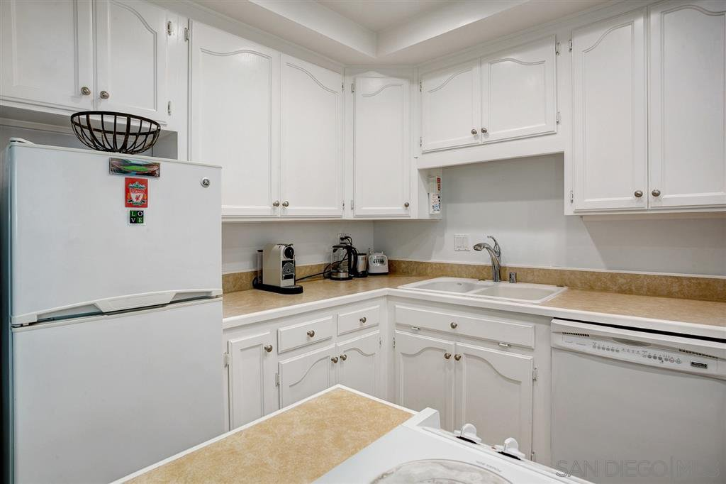 Photo 7: Photos: OUT OF AREA Condo for sale : 2 bedrooms : 245 Aster Steet #5 in Laguna Beach
