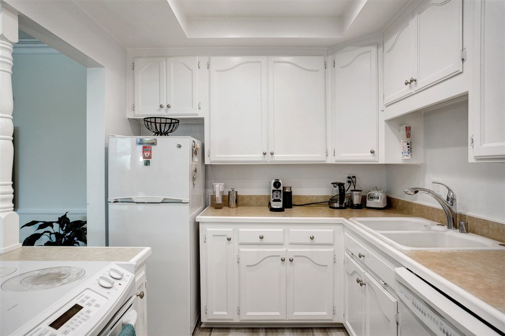 Photo 8: Photos: OUT OF AREA Condo for sale : 2 bedrooms : 245 Aster Steet #5 in Laguna Beach