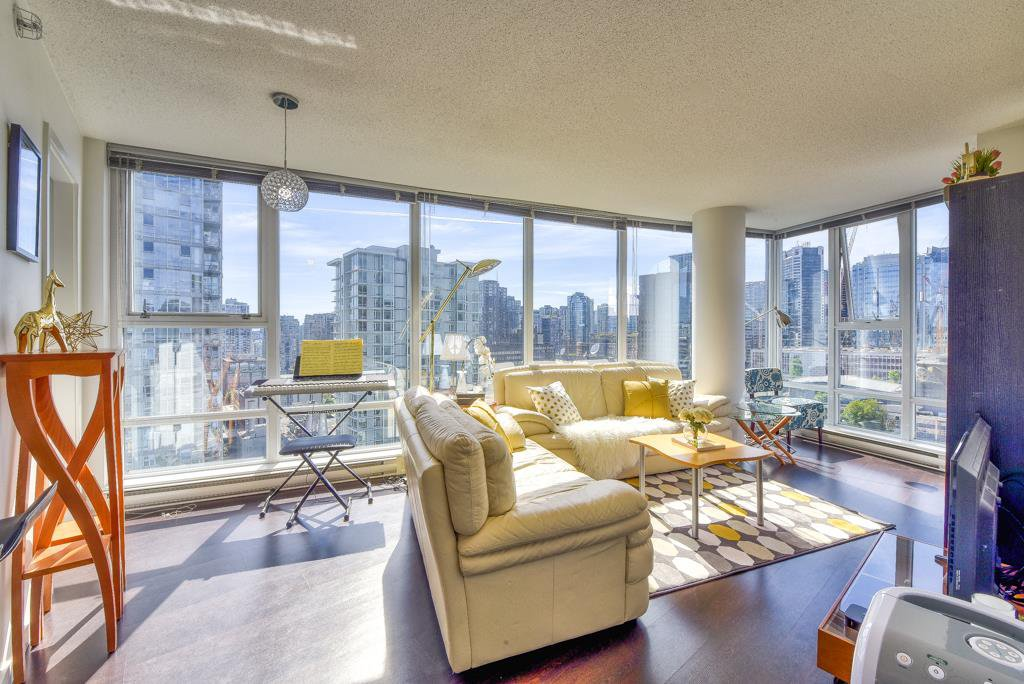 "Main Photo: 2003 602 CITADEL Parade in Vancouver: Downtown VW Condo for sale in ""SPECTRUM 4"" (Vancouver West)  : MLS®# R2377722"
