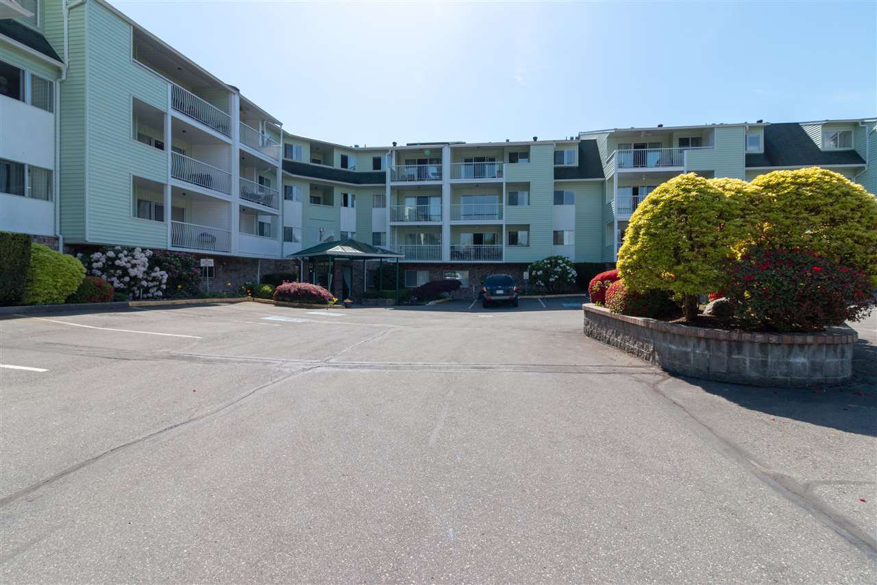 """Main Photo: 115 31850 UNION Avenue in Abbotsford: Abbotsford West Condo for sale in """"FERNWOOD MANOR"""" : MLS®# R2400262"""