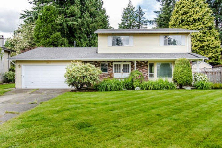 Main Photo: 3953 200A Street in Langley: Brookswood Langley House for sale : MLS®# R2465980