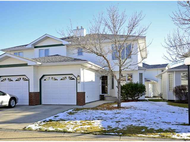 Main Photo: 96 SCENIC Gardens NW in CALGARY: Scenic Acres Townhouse for sale (Calgary)  : MLS®# C3597544