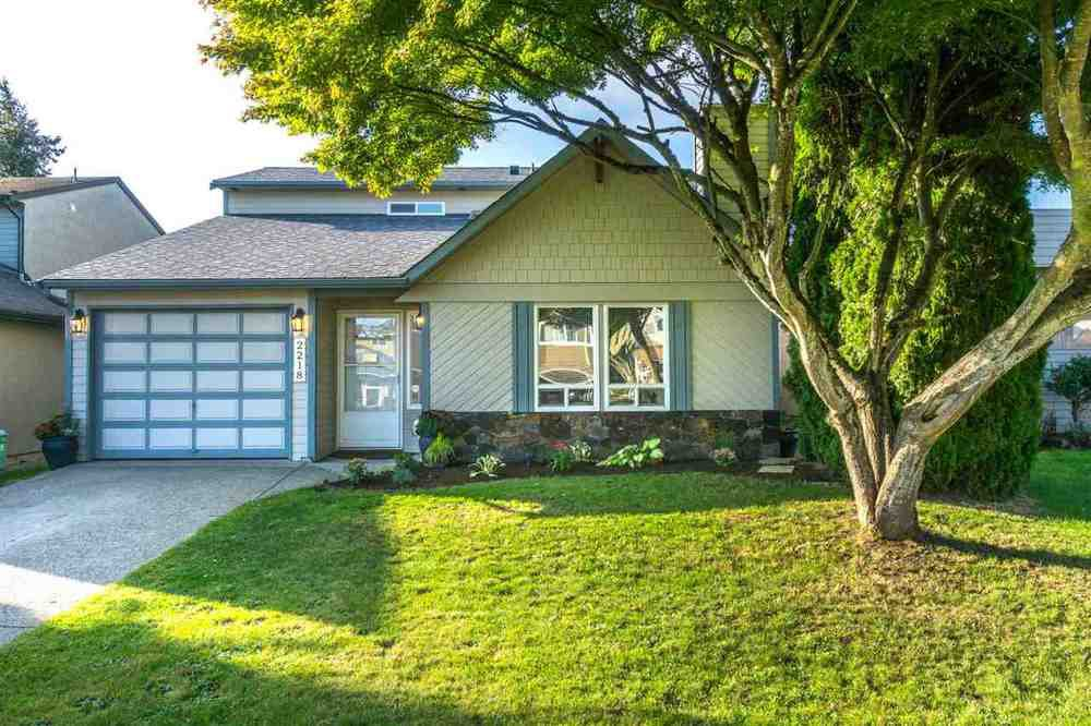 Main Photo: 2218 WILLOUGHBY Way in Langley: Home for sale : MLS®# R2112941
