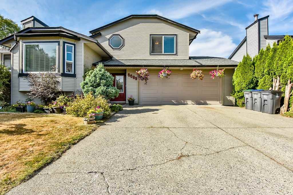 Main Photo: 6689 130A Street in Surrey: West Newton House for sale : MLS®# R2196923