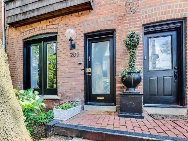 Main Photo: 209 George St in Toronto: Moss Park Freehold for sale (Toronto C08)  : MLS®# C3898717