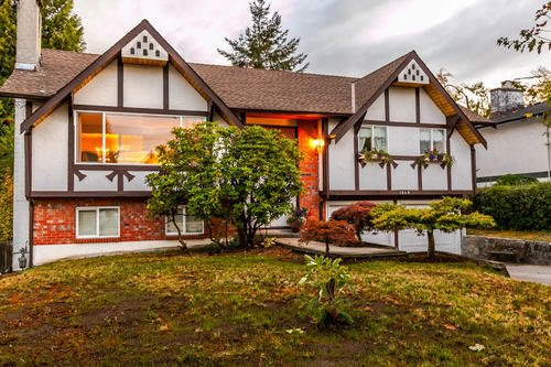 Main Photo: 1648 CORNELL Avenue in Coquitlam: Central Coquitlam House for sale : MLS®# R2204378