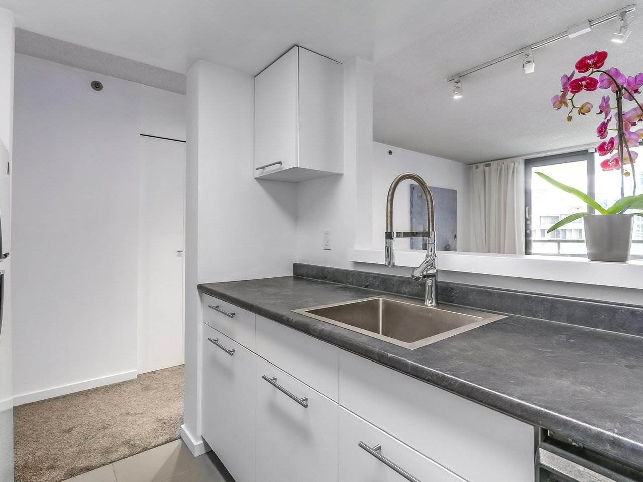 """Photo 7: Photos: 605 789 DRAKE Street in Vancouver: Downtown VW Condo for sale in """"Century Tower"""" (Vancouver West)  : MLS®# R2206186"""
