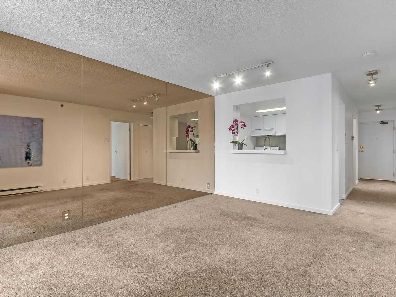 """Photo 3: Photos: 605 789 DRAKE Street in Vancouver: Downtown VW Condo for sale in """"Century Tower"""" (Vancouver West)  : MLS®# R2206186"""