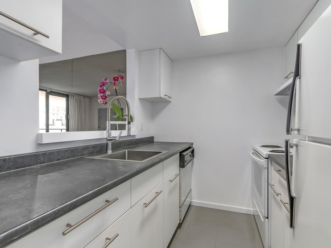 """Photo 6: Photos: 605 789 DRAKE Street in Vancouver: Downtown VW Condo for sale in """"Century Tower"""" (Vancouver West)  : MLS®# R2206186"""