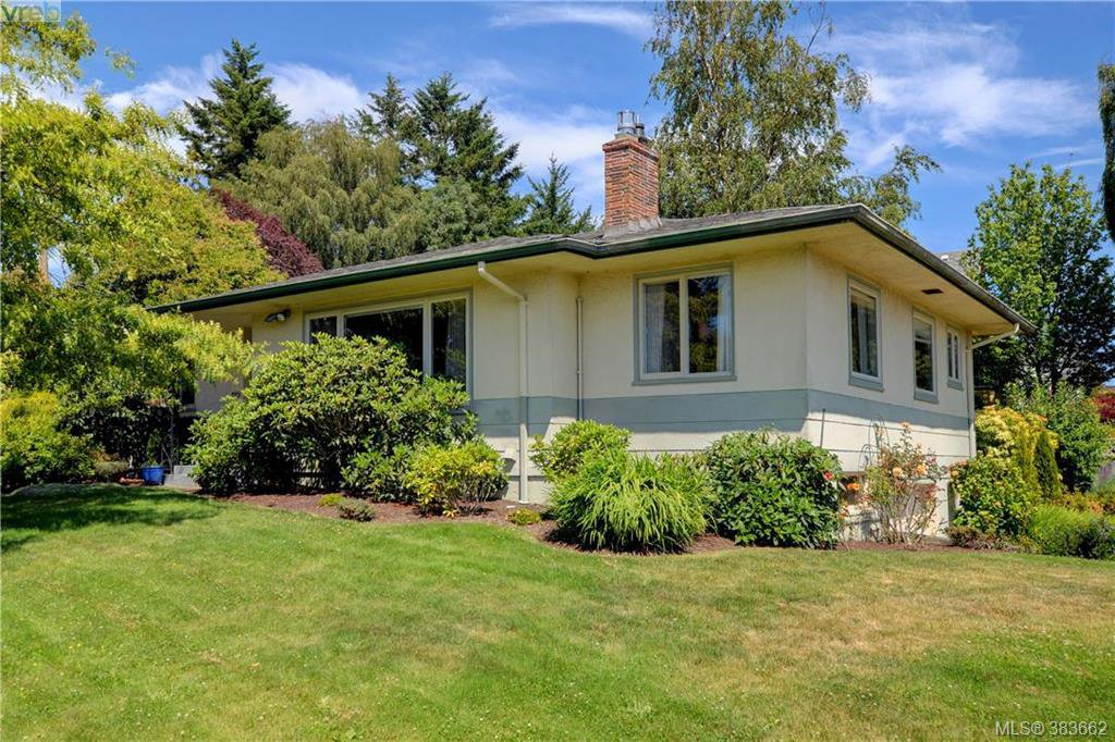 Main Photo: 2925 Eastdowne Road in VICTORIA: OB Henderson Single Family Detached for sale (Oak Bay)  : MLS®# 383662